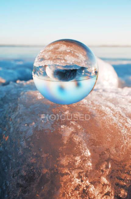 Хрустальный мяч на виду, крупным планом — стоковое фото