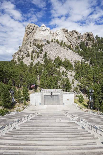 Гора Rushmore з видом на амфітеатр, чорні пагорби, Південна Дакота, Сполучені Штати — стокове фото