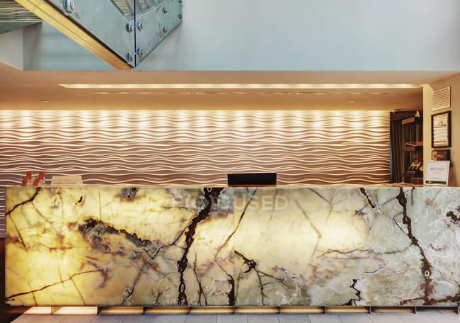 Marmorrezeption in der Lobby des Luxushotels — Stockfoto