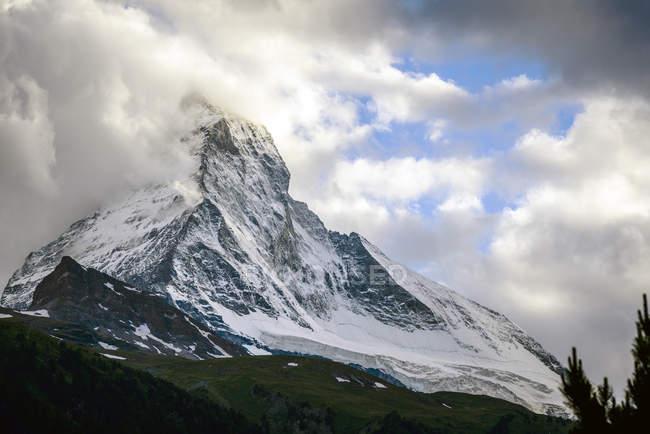 Matterhorn mountain and cloudy sky, Zermatt, Switzerland — Stock Photo