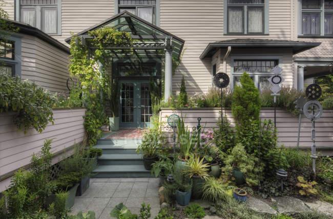 Plantes poussant dans le jardin à Snohomish, Washington, USA — Photo de stock