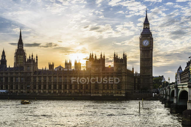 Sunset over Houses of Parliament, London, England, United Kingdom — стокове фото