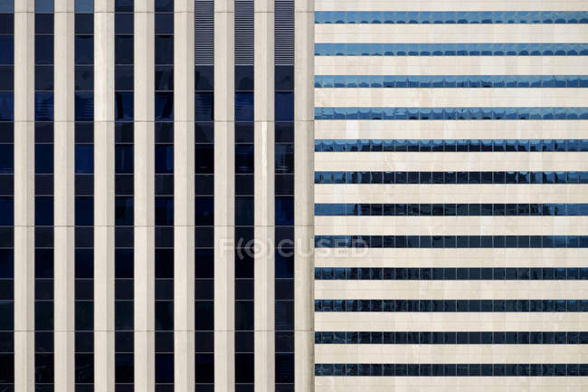 Pattern of windows in rows on modern building, Texas, USA — Stock Photo