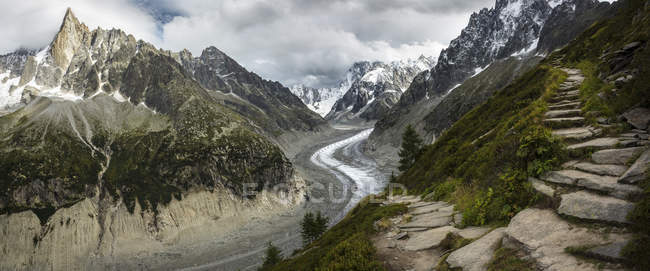 Path to Mer de Glace glacier in mountains, Chamonix, France — Stock Photo
