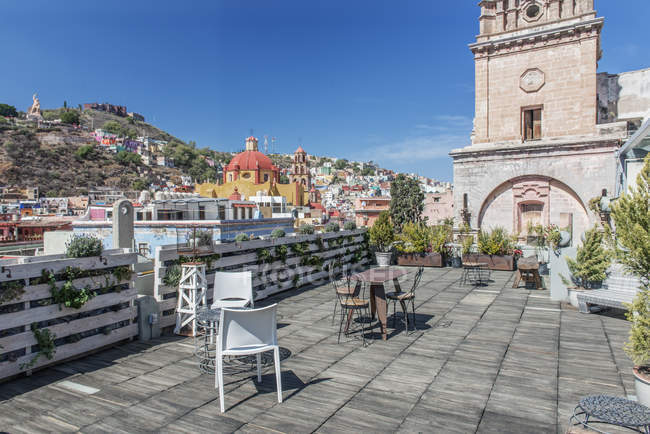 Cafe on terrace with cityscape of Guanajuato, Mexico — стокове фото