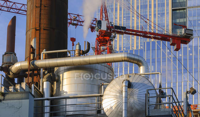 Steam from pipe and crane near highrise, Seattle, Washington, USA — стоковое фото