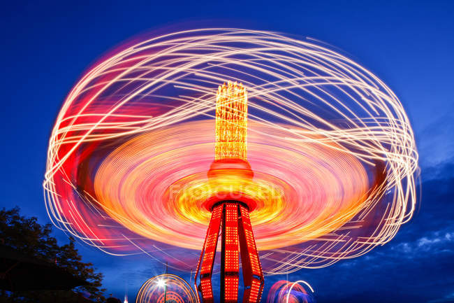 Spinning chain swing ride at Puyallup Fair, Puyallup, Washington, Estados Unidos — Fotografia de Stock