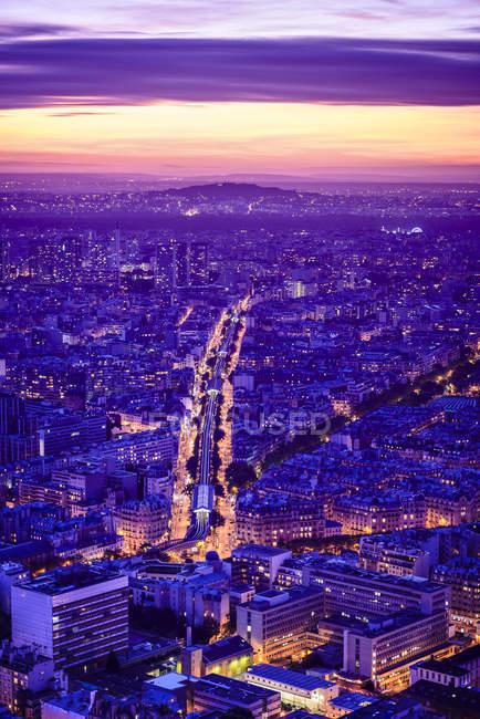 Vue aérienne du paysage urbain de Paris la nuit, France — Photo de stock