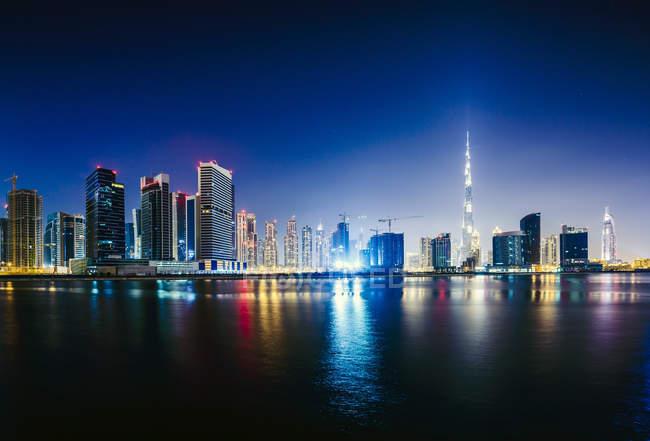 Dubai city skyline and waterfront, Émirats arabes unis — Photo de stock