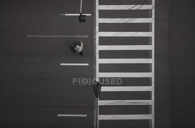 Вид пешеходного перехода под высоким углом, Чикаго, Иллинойс, США — стоковое фото