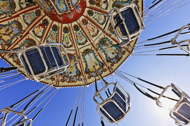 Low angle view of swing ride at city fair in Dallas, Texas, United States — Foto stock