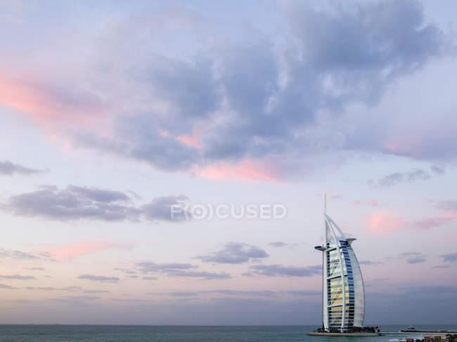 Burj Al Arab Hotel with ocean in background, Dubai, United Arab Emirates — стоковое фото