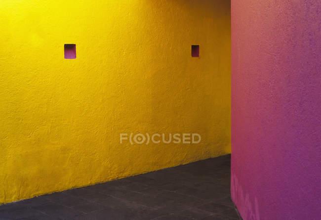 Colorful walls in building interior, Mexico City, Mexico — Stock Photo