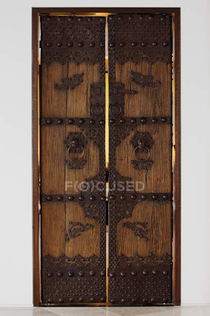 Closed wooden ornate door to entrance of house — Stock Photo