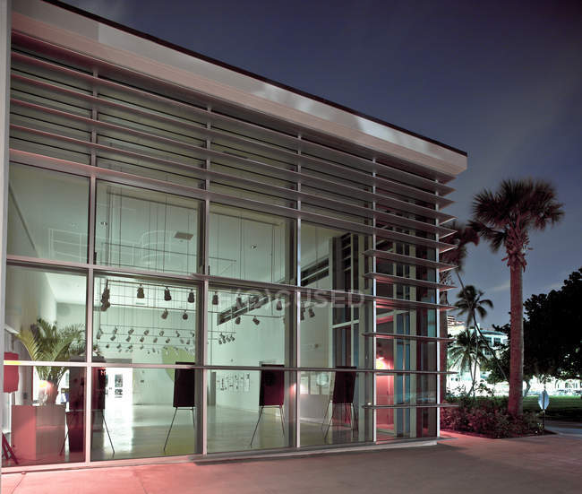Moderno edificio de galería en Miami Beach, Florida, Estados Unidos - foto de stock