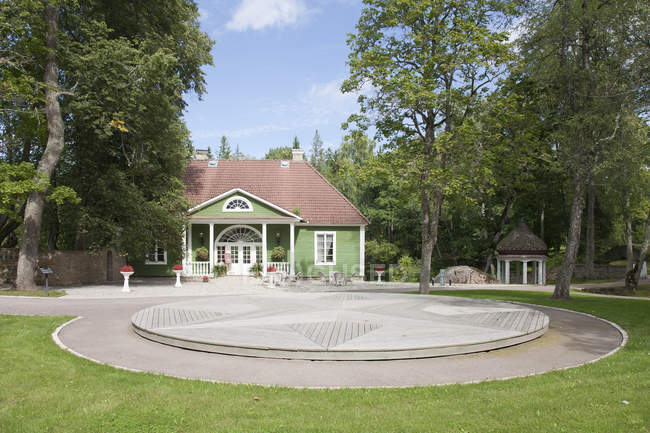 Passerelle circulaire de Palmse Manor, Palmse, Estonie — Photo de stock