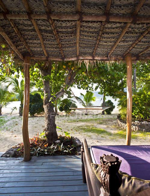 Covered porch in tropical resort, Yaqeta Island, Fiji — Stock Photo