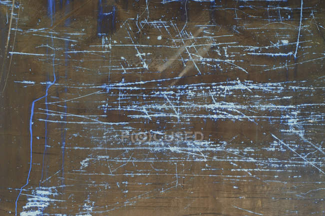 Inverted image of scratch marks and peeling paint on metal wall. — Stock Photo