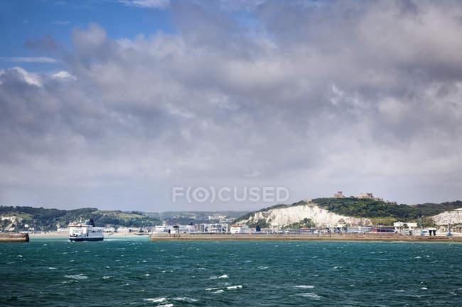 Білі скелі на в'їзді в порт, Кент, Англія, Великобританія — стокове фото