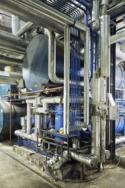 Промышленная заводская система отопления в Англии, Великобритания — стоковое фото