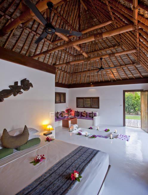 Banheira na sala de resort, Ilha Yaqeta, Fiji — Fotografia de Stock