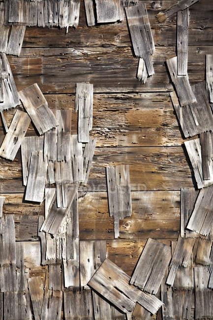 Старая деревянная черепица на здании, Мендосино, Калифорния, США — стоковое фото