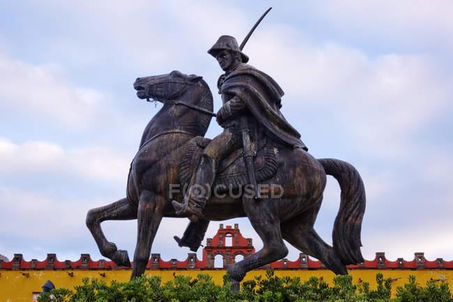 Statue of Mexican revolutionary, San Miguel de Allende, Guanajuato, Mexico — стокове фото