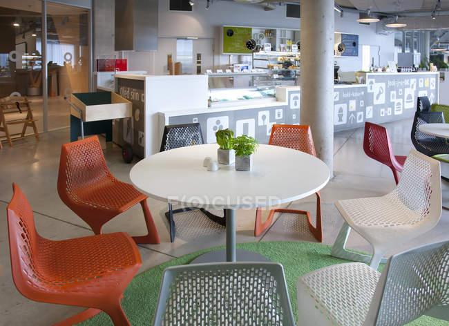 Кафе для відпочинку в науково-центрі Ahhaa в Тарту, Естонія — стокове фото