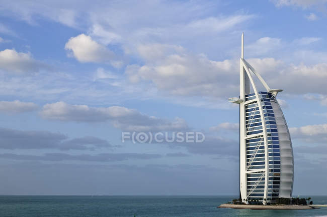 Burj al Arab hotel and seascape in Dubai, United Arab Emirates — стоковое фото