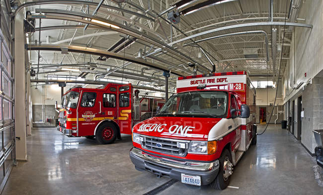 Fire engine and medical ambulance, Seattle, Washington, Stati Uniti — Foto stock