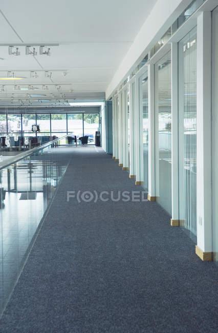 Corridoio in ufficio moderno, Ross-shire, Scozia, Regno Unito — Foto stock