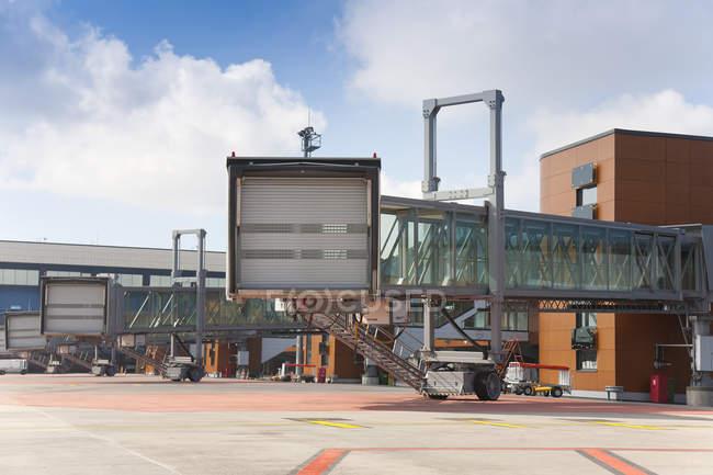 Закритий міст з аеропорту Таллінна, Таллінн, Естонія, Європа — стокове фото