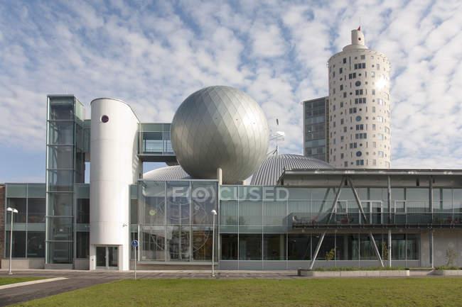 Современное здание научного центра Аххаа в Тарту, Эстония — стоковое фото