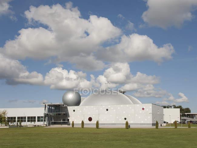 Ахаа науковий центр екстер'єр під морокраєвид в Тарту, Естонія — стокове фото