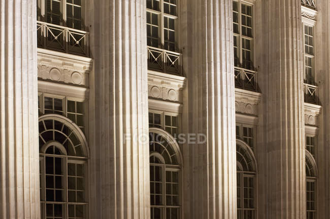Colonnes sur le bâtiment de palais de justice à Denver, Colorado, Etats-Unis — Photo de stock
