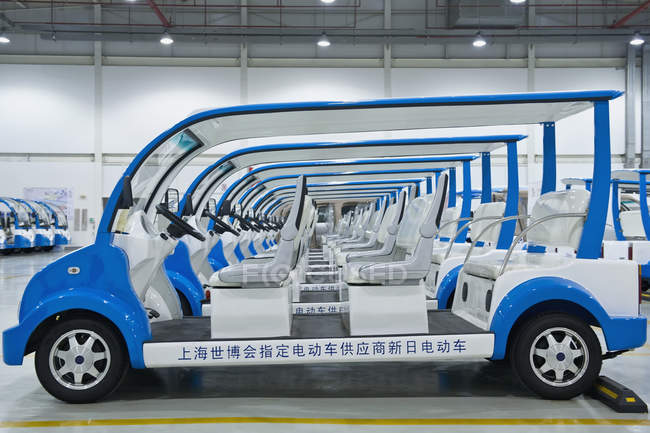 Электромобили на складе Шанхая, Китай — стоковое фото