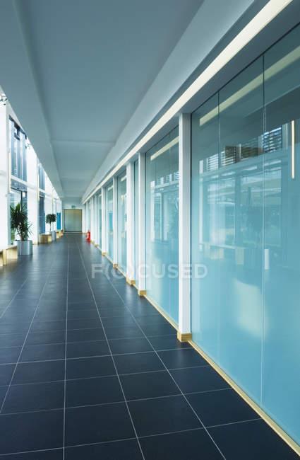 Modernes Bürogebäude-Interieur in inverness, Schottland, Vereinigtes Königreich — Stockfoto