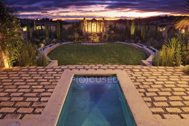 Mexican ranch house garden, San Miguel de Allende, Guanajuato, Mexico — стокове фото
