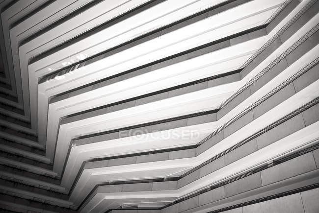 Архитектурно уникальное здание в Сан-Франциско, Калифорния, США — стоковое фото