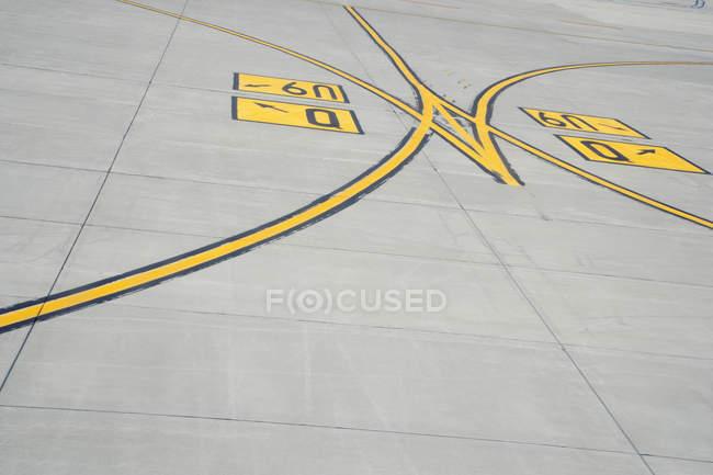 Detalle de aeropuerto asfalto en Shanghai, China, Asia - foto de stock