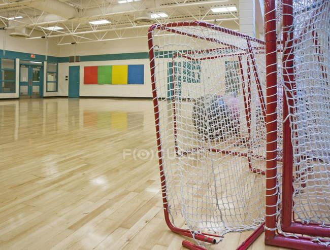 Задачи по лакроссу в гимназии в Ванкувере, Британская Колумбия, Канада — стоковое фото