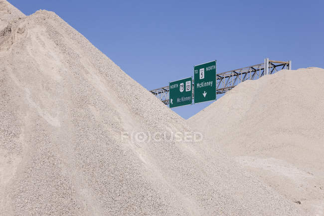 Dirt mounds with highway signs at construction site, McKinney, Texas, United States — стокове фото