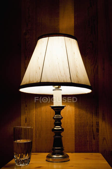 Lamp and water on nightstand, Aptos, California, United States — Stock Photo