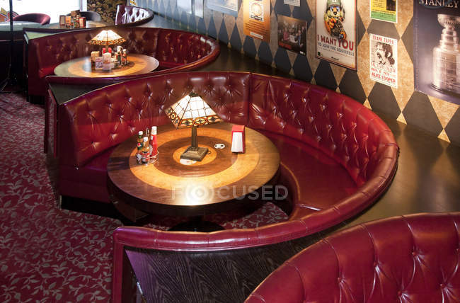 Dining booths in American style diner in Tallinn, Estonia — Stock Photo