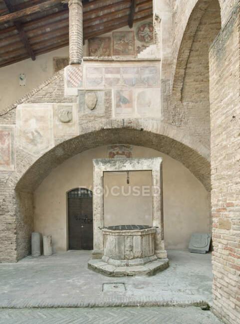 Bem no Palazzo Comunale, San Gimignano, Toscana, Itália — Fotografia de Stock