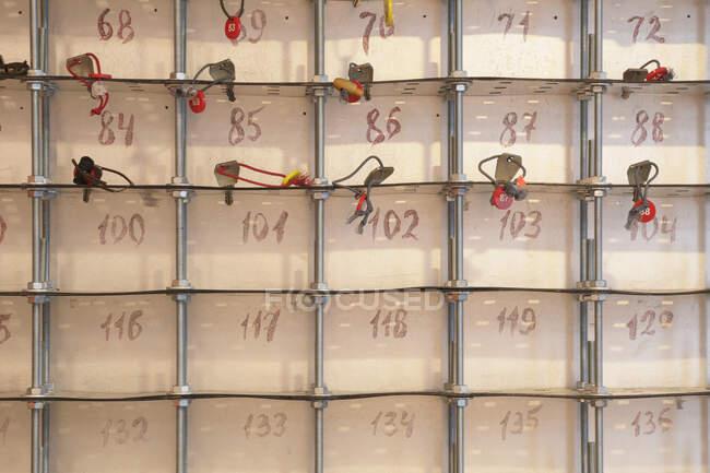 Key Rack con chiavi, primo piano, cornice completa — Foto stock