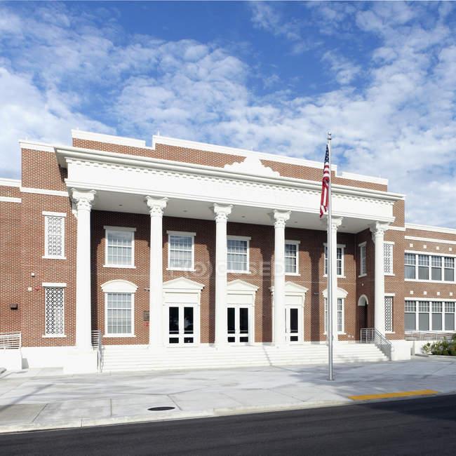 Ingresso anteriore alla scuola superiore di Bradenton, Florida, Stati Uniti — Foto stock