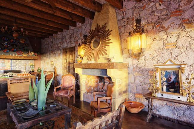 Mexican ranch living space, San Miguel de Allende, Guanajuato, Mexico — стокове фото