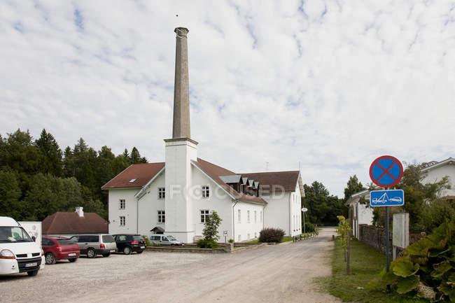 Парковка будівлі з високими смоборик з КПК, КПК, Естонія — стокове фото
