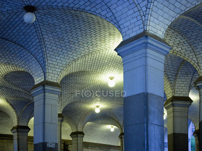 Subway station interior with colonnade, New York city, New York, USA - foto de stock